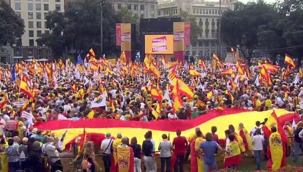 Miles de personas se manifiestan en Barcelona en el Día de la Fiesta Nacional