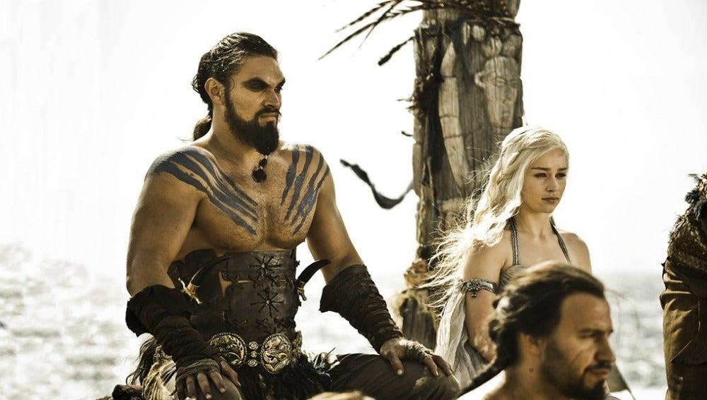 Khal Drogo y Daenerys Targaryen en su boda en 'Juego de Tronos'
