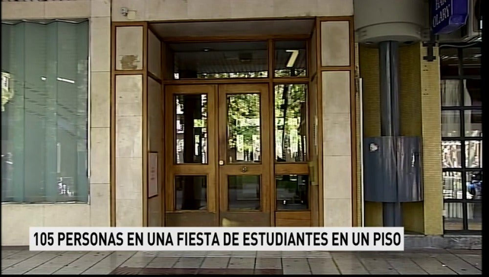 La Policía desaloja a 105 estudiantes que celebraban una fiesta en un piso de Pamplona