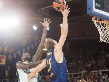 Koponen gana un duelo individual a su rival del Panathinaikos