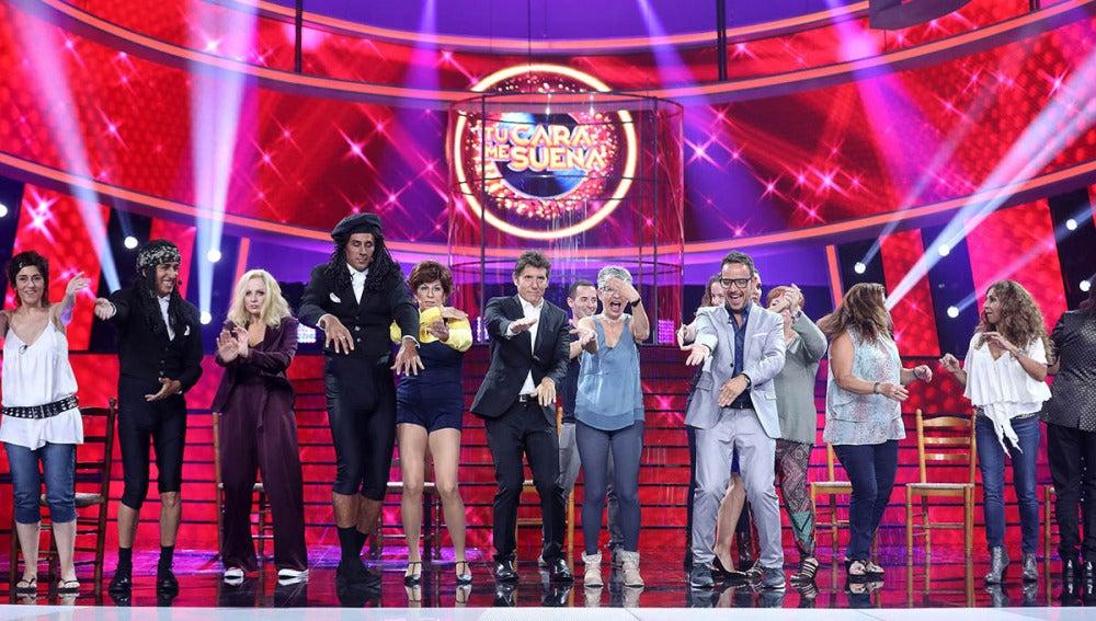 El jurado y el público de 'Tu cara me suena' se unen para bailar un chotis y 'La Macarena'