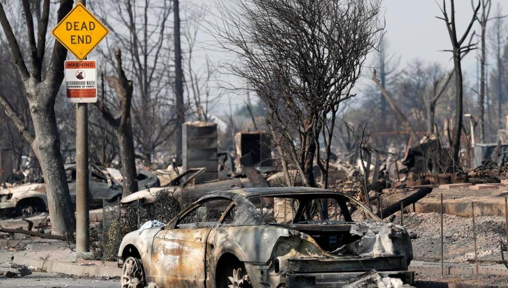 Vista de un vecindario afectado por el incendio