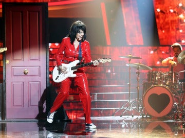 Beatriz Rico proclama su 'I love rock and roll' como Joan Jett