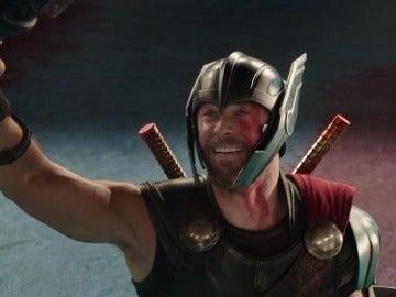 Thor muy emocionado en 'Thor: Ragnarok'