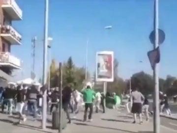 Multitudinaria pelea entre ultras del Alavés y del Racing de Santander en las calles de Vitoria