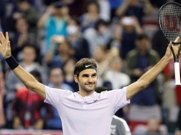 Federer celebra la victoria contra Del Potro