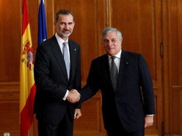 Felipe VI se reúne con el presidente del Parlamento Europeo en Oviedo