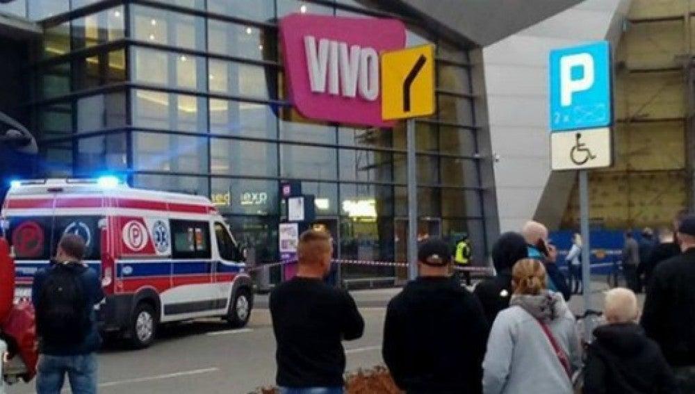 Exterior del centro comercial de Polonia donde ha tenido lugar el ataque con cuchillo