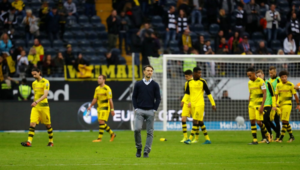 Los jugadores del Dortmund, cabizbajos