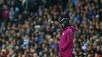 Pep Guardiola, en la banda del Etihad Stadium