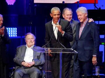 Expresidentes de EEUU en un concierto solidario
