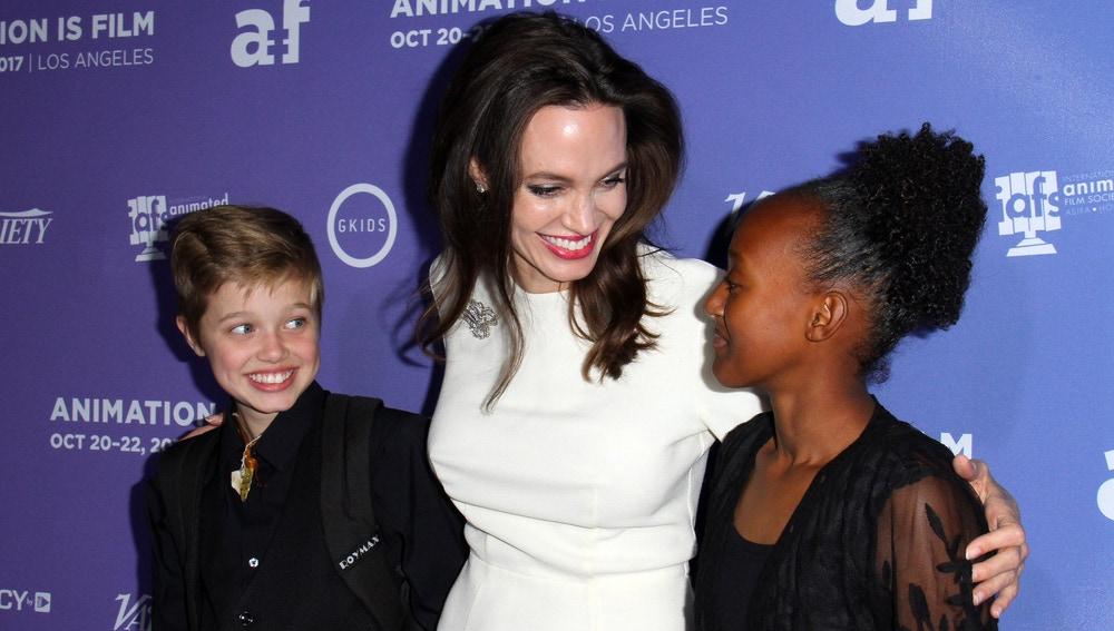Angelina Jolie con sus hijas Shiloh y Zahara