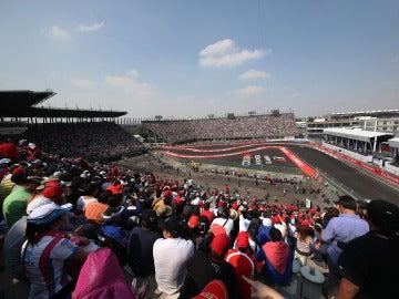 La grada del Autódromo Hermanos Rodríguez, hasta la bandera para ver la Fórmula 1