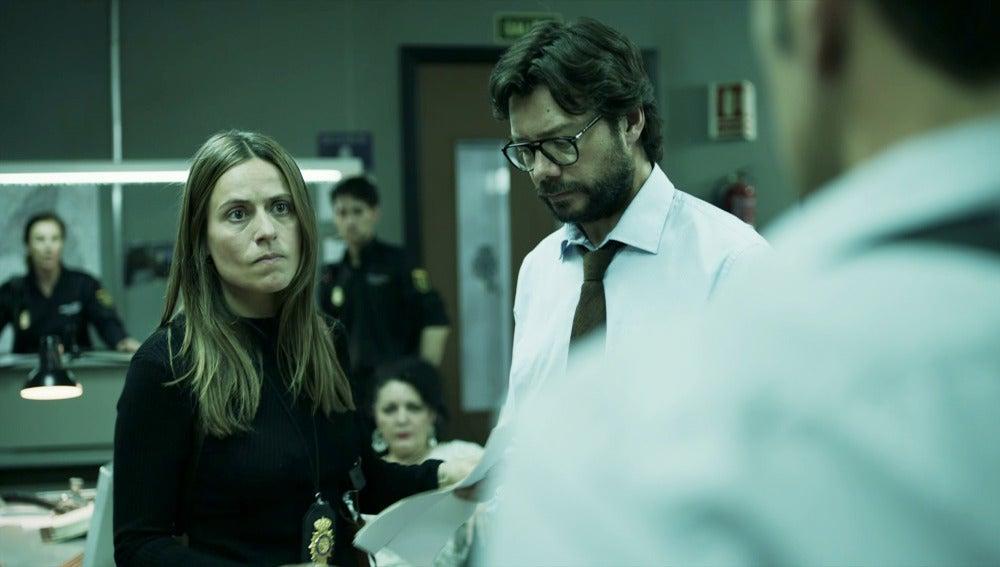 Raquel, cegada por la ira, libera a El Profesor de la detención de Alberto