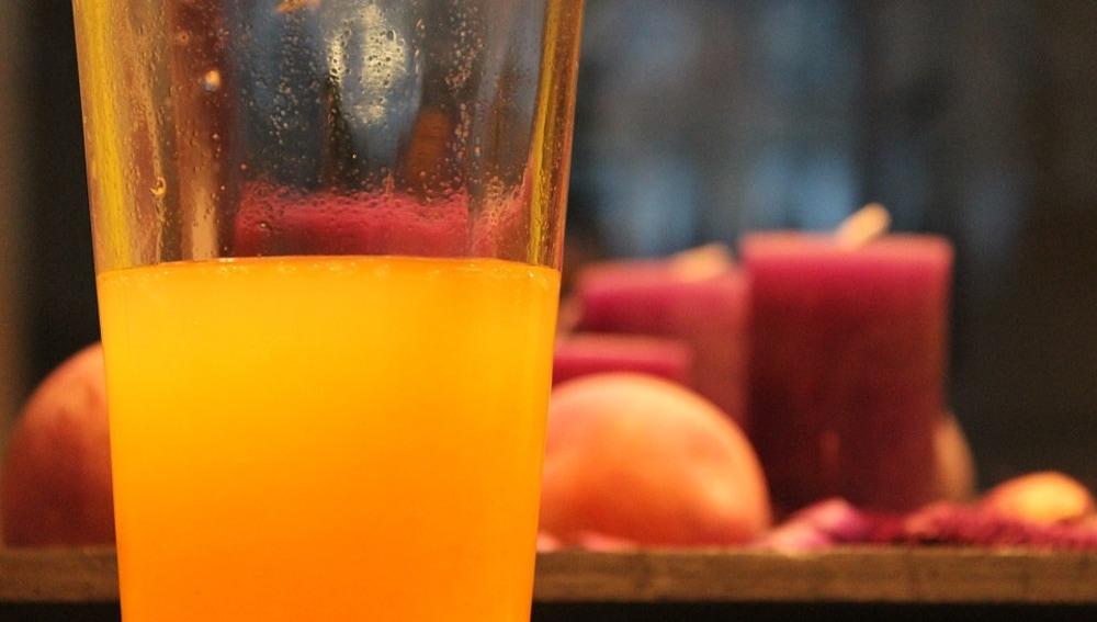 Si el zumo de naranja es industrial, es posible que lleve azúcar.