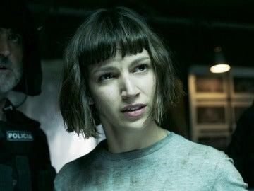 Tokio, destrozada, confiesa ante Raquel la identidad de El Profesor