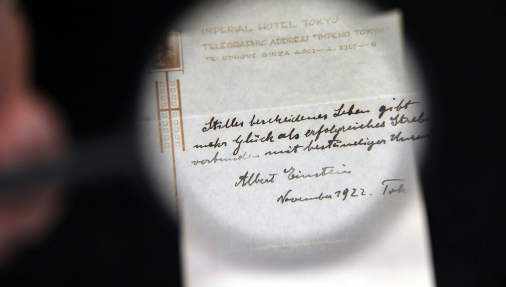 Más de un millón y medio de dólares por notas que Einstein dejó como propina