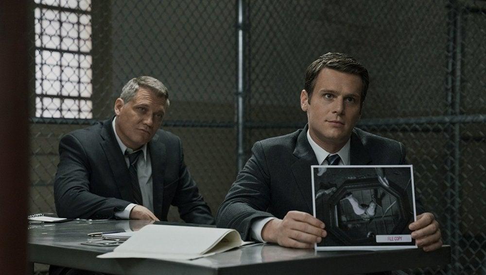 Holt McCallany y Jonathan Groff en 'Mindhunter'