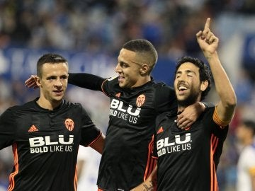 Los jugadores del Valencia celebran un gol del equipo che