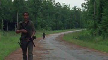 Los bandos toman posiciones en 'The Walking Dead'