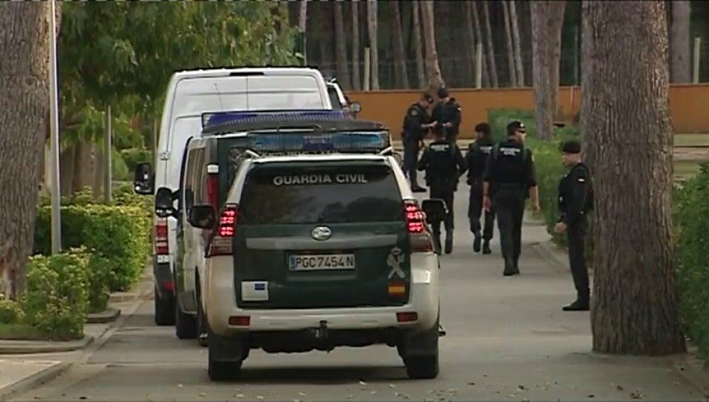 Los Guardias Civiles de Calella y Pinera del Mar llegan al camping de Girona donde se alojarán a partir de ahora
