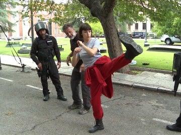 Úrsula Corberó contó con una especialista y un muñeco como dobles para la caída de Tokio