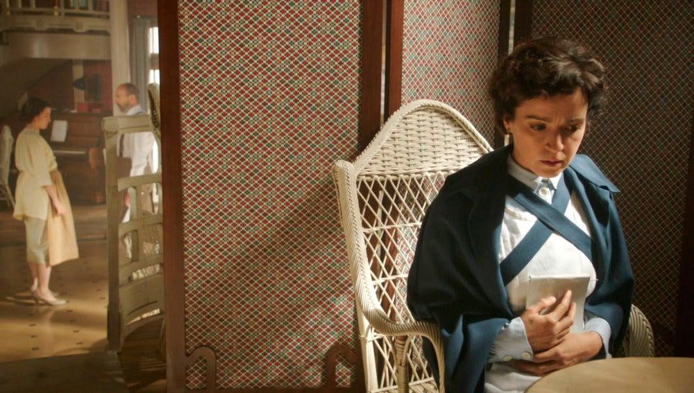 Pilar descubre el secreto de Raquel y Román