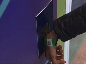 Los niños van solos al colegio y el centro informa a los padres cuando llegan por e-mail