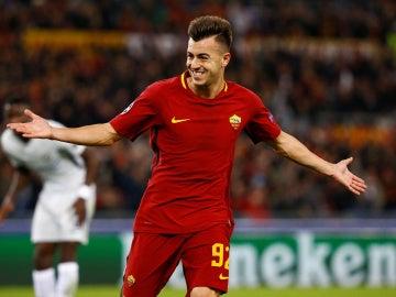 El Shaarawy celebra uno de sus goles ante el Chelsea
