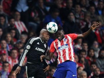 Thomas pelea un balón en el partido ante el Qarabag
