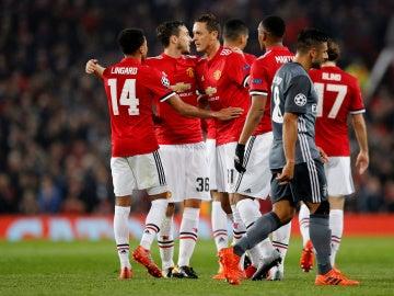 Los jugadores del Manchester United celebran el primer gol contra el Benfica