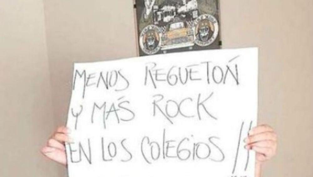 """""""Menos reguetón y más rock"""", el cartel de un niño que causa furor"""