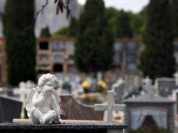 Detalle de una tumba del cementerio de Alicante
