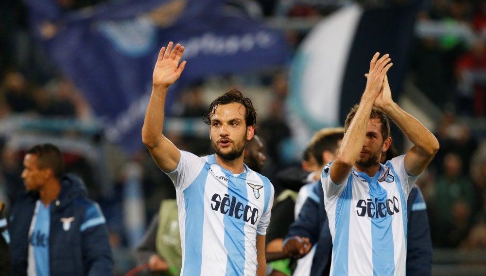 Los jugadores de la Lazio celebran su pase a dieciseisavos