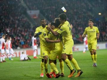 Los jugadores del Villarreal celebran el 0-1 ante el Slavia de Praga