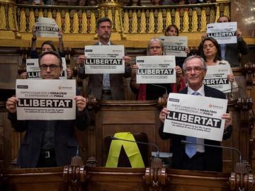 Protesta en el Ayuntamiento de Barcelona por la encarcelación de los exconsellers