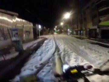 Una inusual granizada en Bogotá cubrió de blanco sus calles