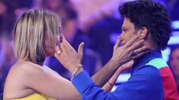 Chenoa y Naim Thomas se enfundan en un emotivo abrazo