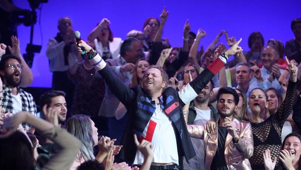Raúl Pérez se entrega al público con 'Viva la vida' de Coldplay
