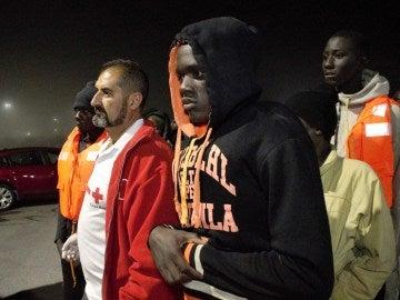 Unos 80 inmigrantes intentan entrar en Ceuta por playa y 13 lo logran a nado