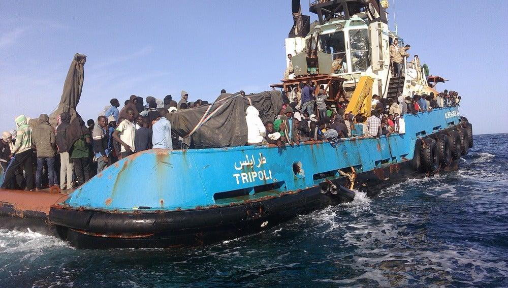 Guardacostas libios rescatan a 151 inmigrantes a la deriva en el Mediterráneo