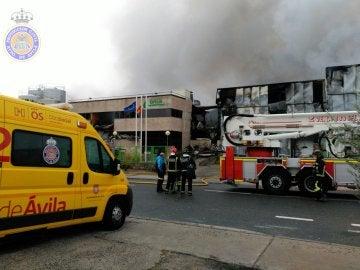 Un incendio destruye una fábrica de productos lácteos en Ávila
