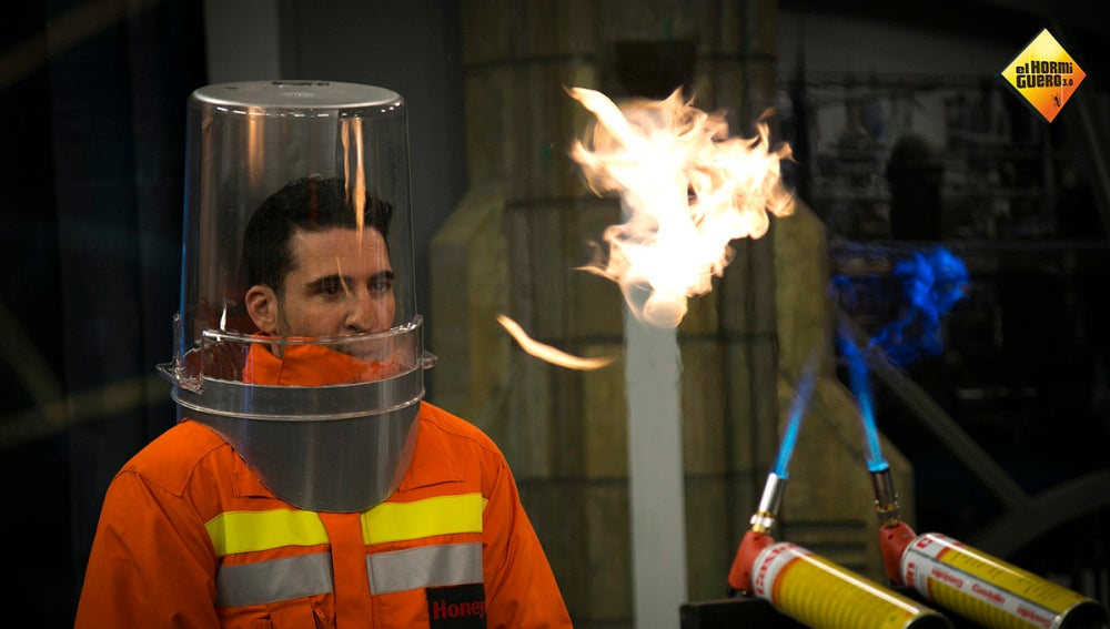 Marron expone a Miguel Ángel Silvestre a aros de fuego