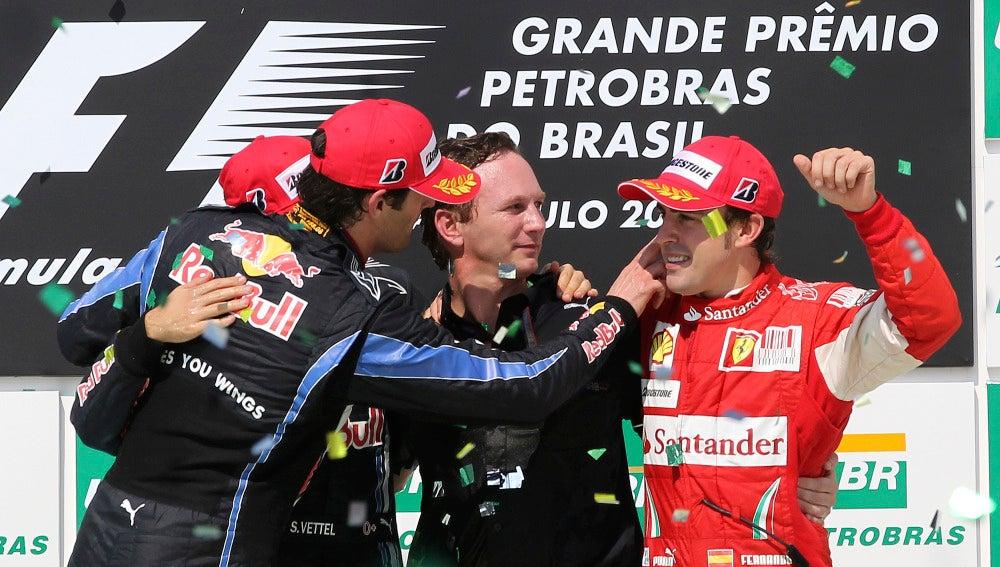 Horner, junto a Fernando Alonso en el podio del GP de Brasil