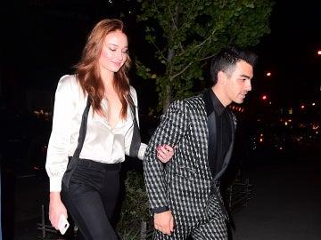 Sophie Turner y Joe Jonas en su fiesta de compromiso