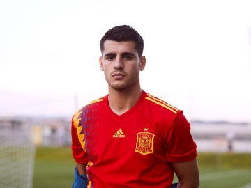 Morata posa con la nueva camiseta de España
