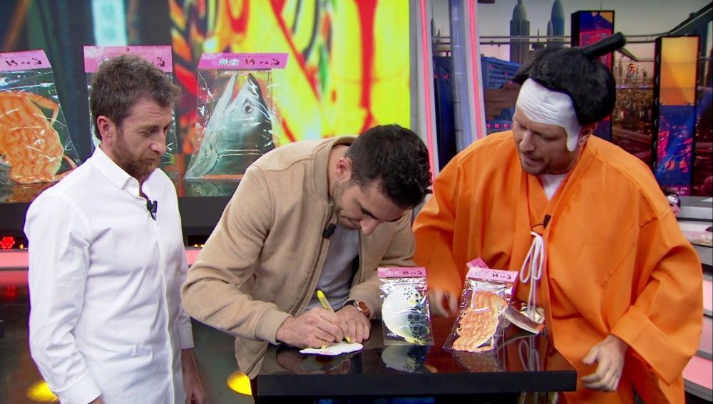 Miguel Ángel Silvestre le escribe un mensaje a su padre en un huevo frito japonés