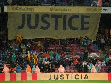 La pancarta 'Justice', presente en el Camp Nou