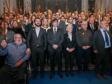 Puigdemont con los alcaldes en Bruselas