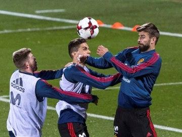 Gerard Piqué, en el entrenamiento de la Selección en Las Rozas